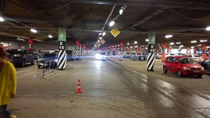 Подросток на мотоцикле попал в аварию на парковке «МЕГИ»