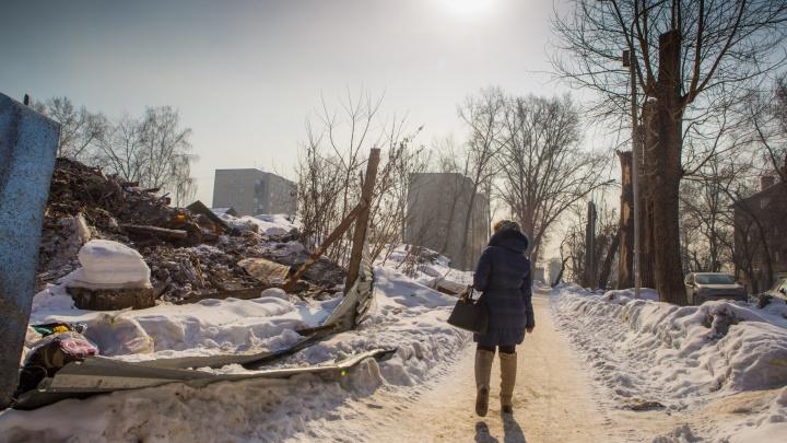Фундамент остался: мэрия Новосибирска объяснила снос дома, которого нет