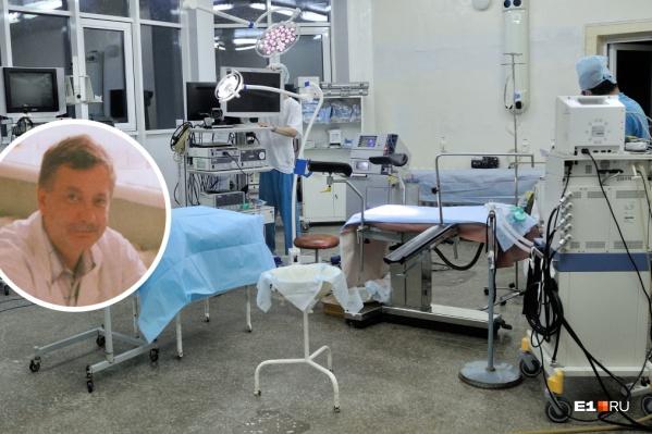 Олег Баскаков прооперировал пациентку, а затем передал медсестре две ампулы с препаратом, оставшиеся от мамы. Они должны были уменьшить боль
