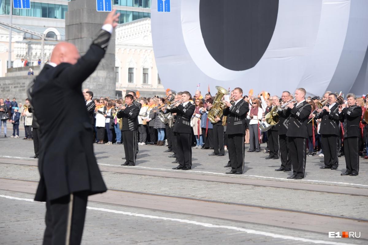 Выступление оркестра на площади 1905 года