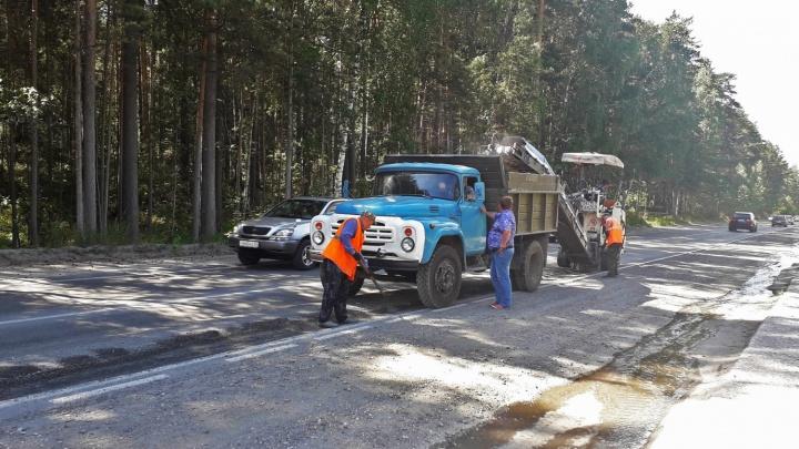 Передумали: на Балтийской начали ремонтировать провалы на дороге — их собирались чинить к 2021 году