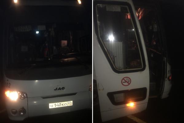 Многие пассажиры решили самостоятельно добираться до Тюмени или вернуться в Курган