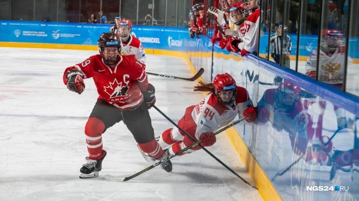 «Канадки играли довольно жестко»: 20 лучших кадров с матча по женскому хоккею за золото