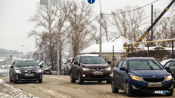 В Новосибирске появились народные мстители за плохие дороги — они зарабатывают на этом деньги