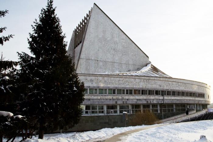 Небольшой сквер у театра «Глобус» получил имя в год столетия комсомола, объяснила Анна Терешкова