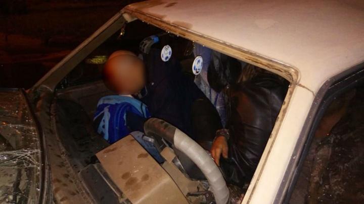 Легковушка смялась, как игрушка: в Стерлитамаке ночью ВАЗ-2108 врезался в моечный автомобиль
