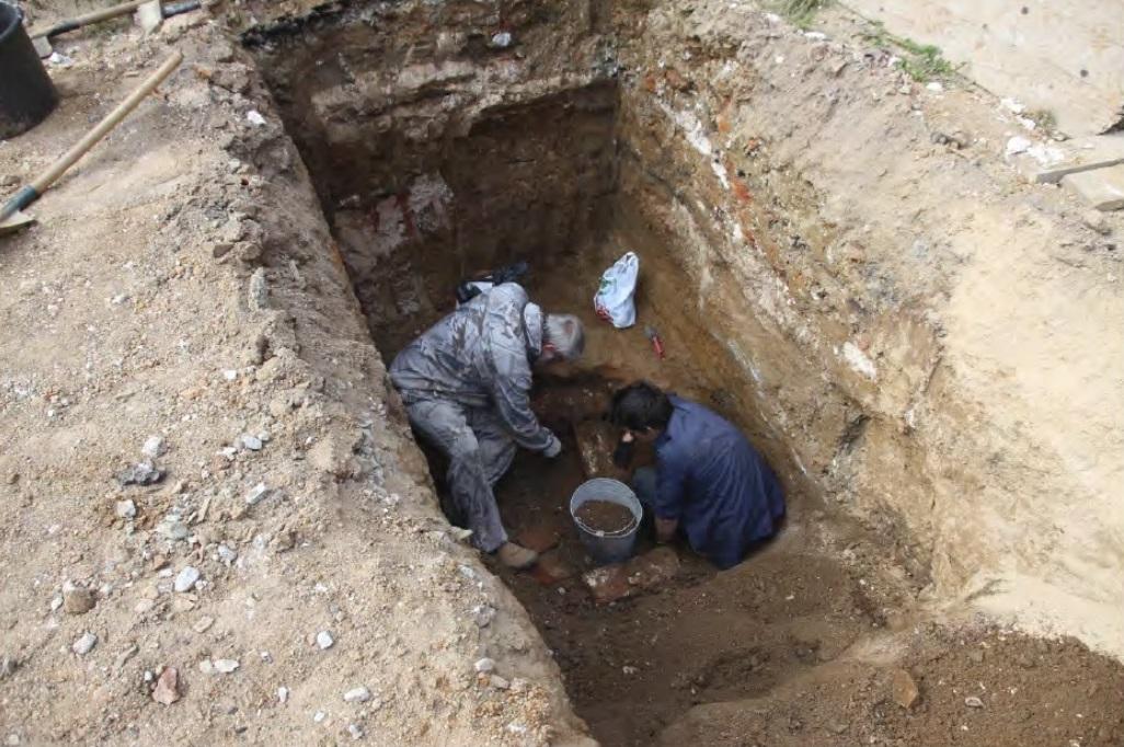 Процесс раскопки склепа
