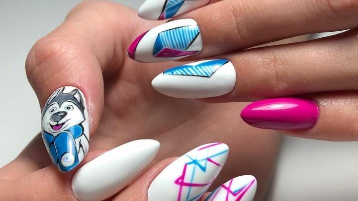 Мастера маникюра в Красноярске начали делать ногти с символикой Универсиады