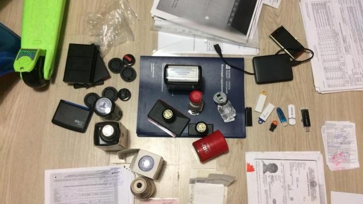 В Самарской области ФСБ накрыла контору по производству поддельных документов для мигрантов