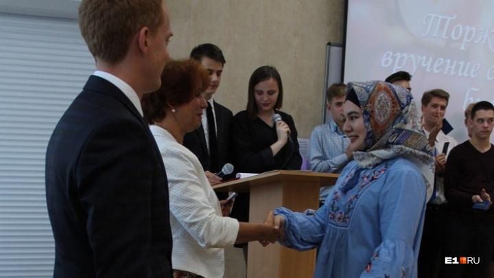 «При виде меня люди начинают креститься»: как живёт в Екатеринбурге студентка в хиджабе