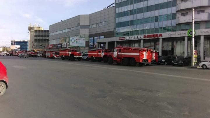 К «Сан Сити» приехали десять пожарных машин