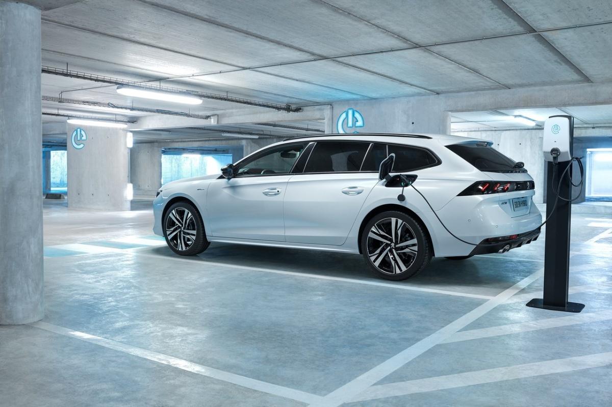 При создании заряженных Peugeot марка делает ставку на электропривод. В том числе, чтобы не выходить за рамки нормативов по выбросам CO2