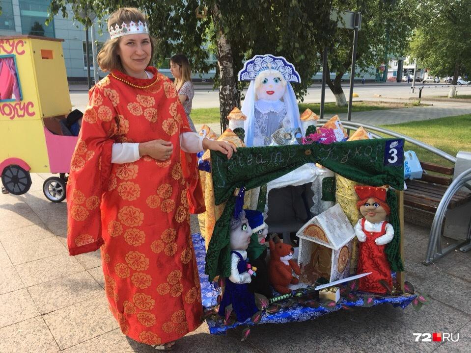 Вместе с Юлей в параде участвуют ее двое детей