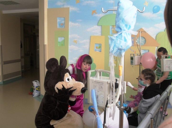 Сейчас в больницу к детям приходят волонтеры нескольких благотворительных фондов