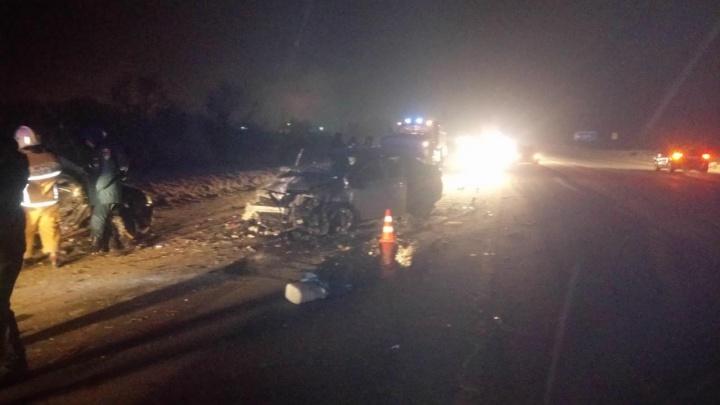 При лобовом столкновении двух легковушек в Самарской области погиб водитель «Лады-Калины»