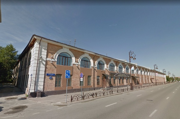 Здание, где располагается областной военкомат, было признано аварийным, но военные не спешили ремонтировать его. Это и стало поводом для двух судов