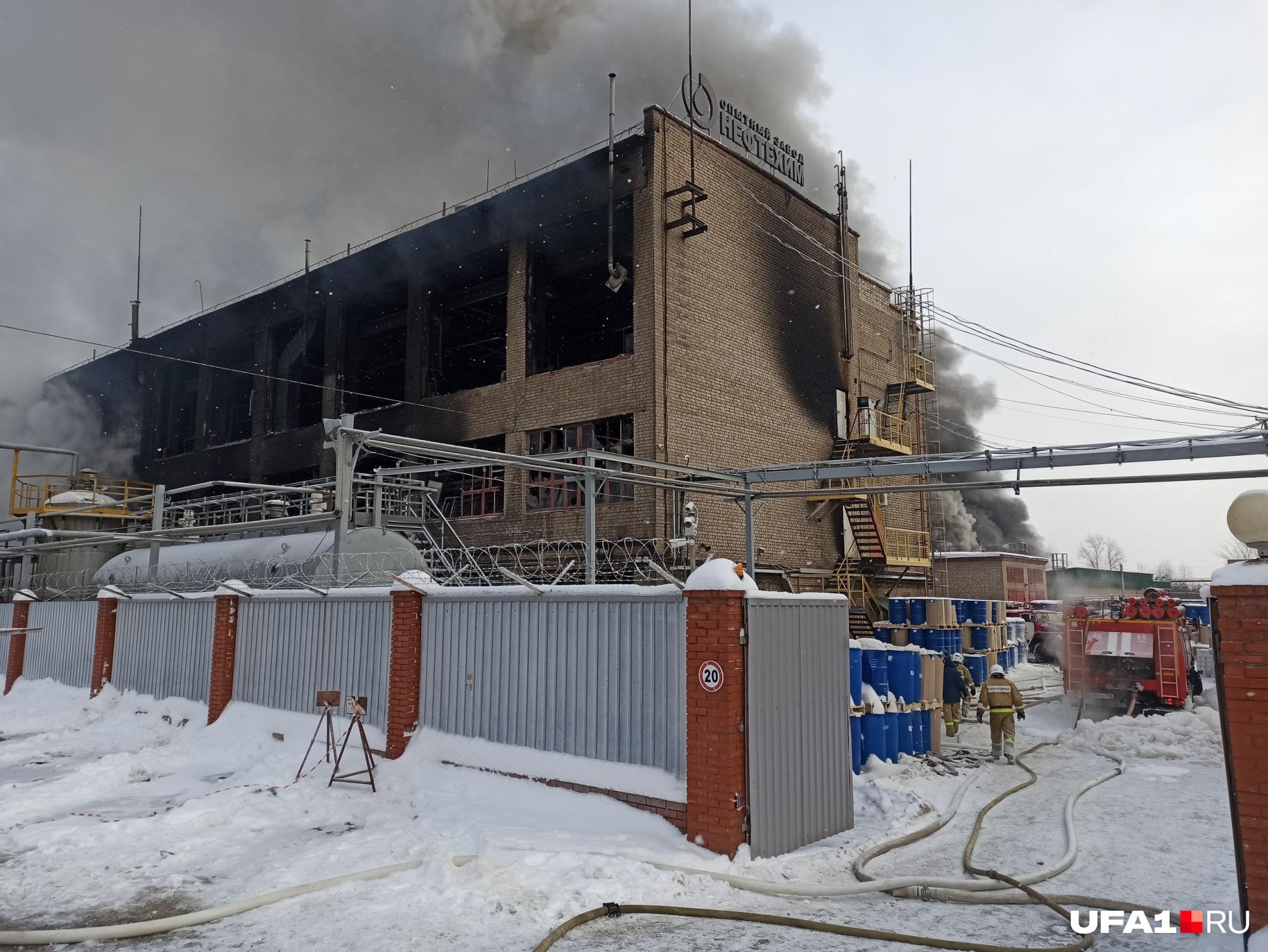 Пожар на нефтехимическом заводе в Уфе ликвидировали