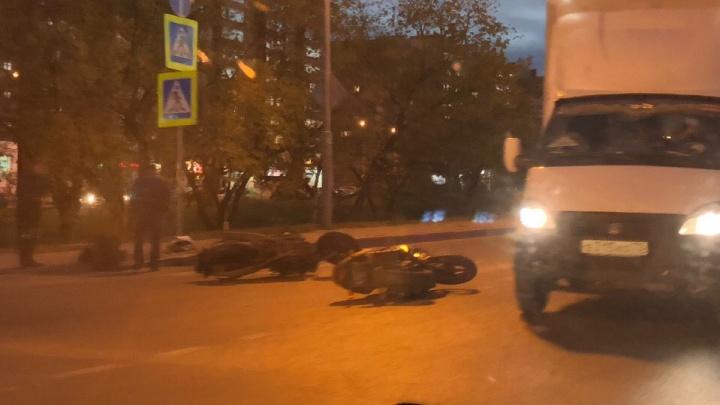 В Зареке в аварию попали два мотоциклиста. У одного из них перелом