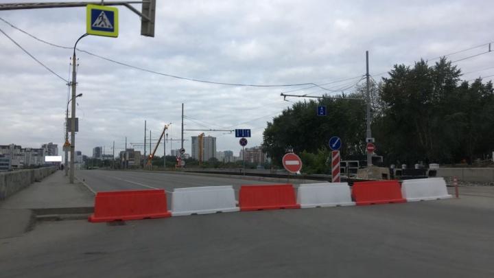 В Екатеринбурге закрыли проезд по Макаровскому мосту