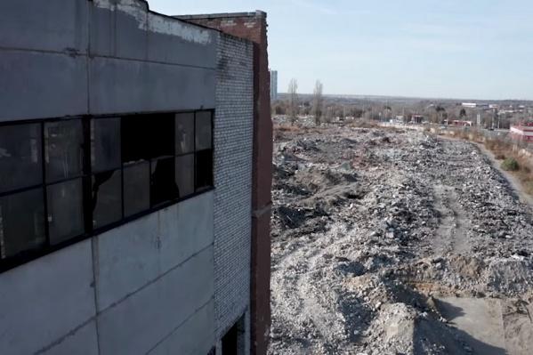 Руины бывшего завода на севере Волгограда вызывают восторг и ужас