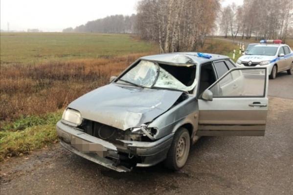 Удар пришелся на переднюю часть машины