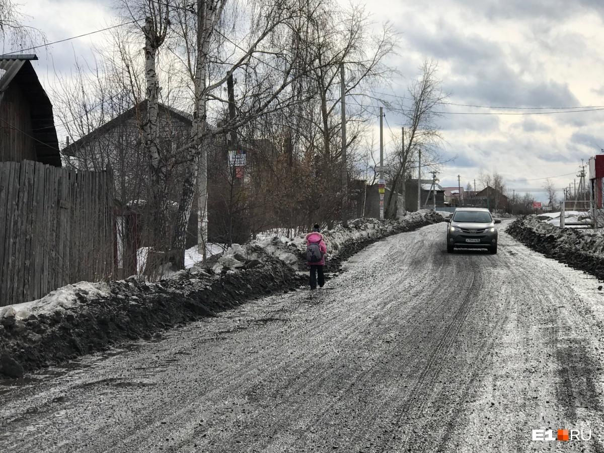 Улица Базальтовая, где нет ни фонарей, ни тротуаров