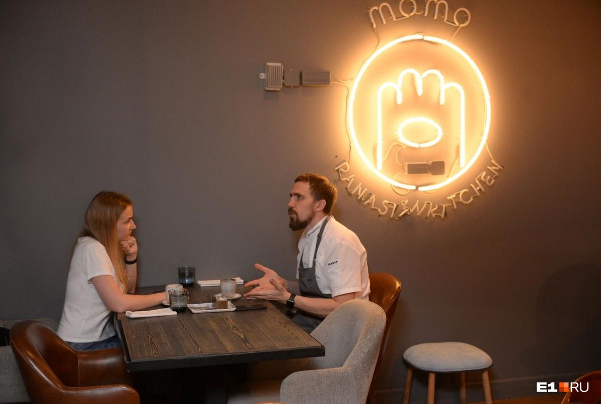 Игорь первый раз в Екатеринбурге и успел побывать в двух ресторанах. Хорошую оценку он ставить не спешил