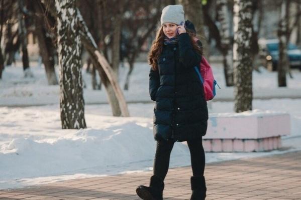 Школьники сидят дома уже вторую неделю. Сегодня из-за холодов занятия отменили для младшеклассников 1-й и 2-й смены