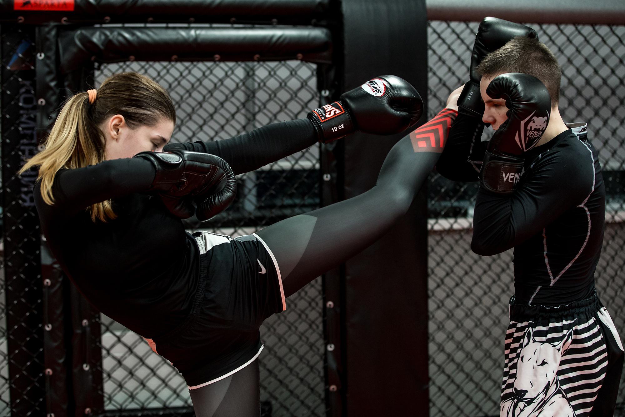 «Я всегда хотела в смешанные единоборства, но решила, что надо наработать базу ударной техники, и два года назад я пришла в тайский бокс и кикбоксинг. Два месяца назад я решилась перейти в ММА. Я хочу выступать на соревнованиях, хочу развивать женские ММА и верю, что у женского чемпионата хорошее будущее», — рассказала Марина