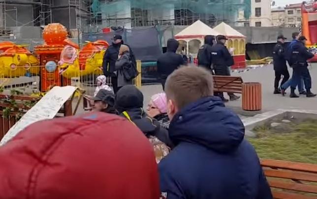Митинг против коррупции в Норильске закончился задержаниями и спорами с казаками