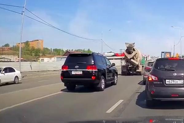 Водитель «Крузера» выехал на встречную полосу