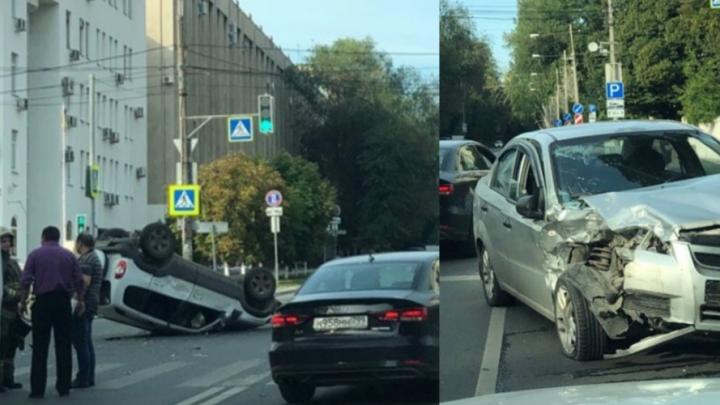 Около Самарского политеха Chevrolet Niva перевернулась на крышу после ДТП