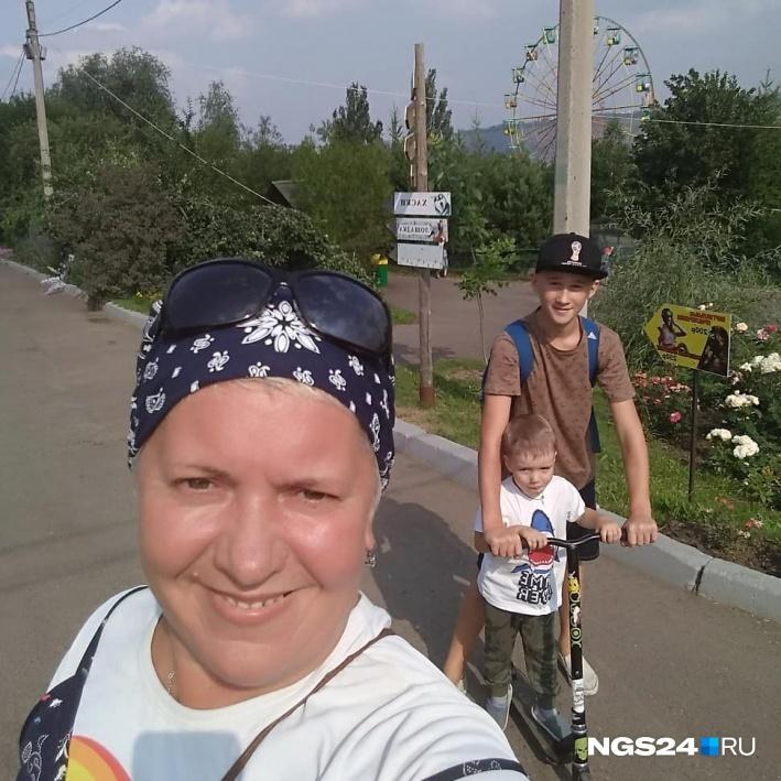 Лёша с мамой Натальей и племянником Сёмой в зоопарке