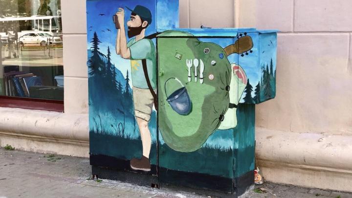 Турист с рюкзаком: в Челябинске появился новый арт-объект