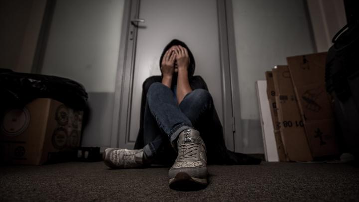 «Домогался и силой тащил в ванну»: подозреваемого в нападении на девочку посадили в СИЗО