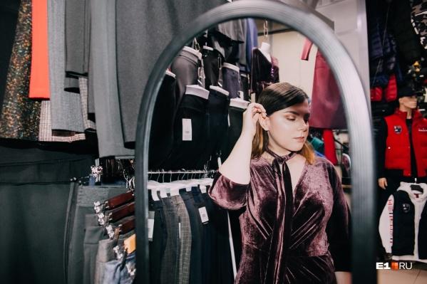 Бархат — тренд сезона, и за это платье наш журналист Мария Семинтинова чуть не подралась со стилистом