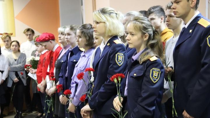 «Воспитали мужественного человека»: память Вани Крапивина почтили в его родной школе в Северодвинске