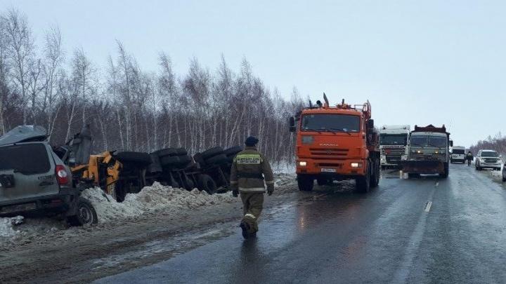 «Шевроле» отбросило под КАМАЗ: появилось видео момента смертельного ДТП в Самарской области