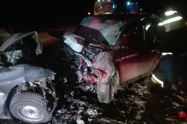 По данным ГИБДД, Renault Sandero вылетел на встречную полосу