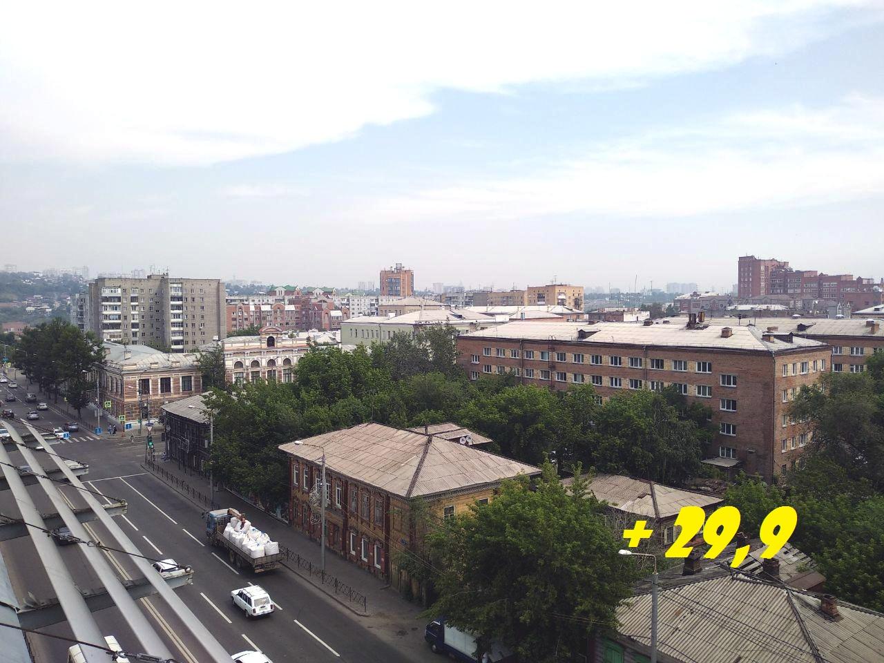 Вот так выглядит небо над центром города. Температура достигла 29,9 и начинает падать.