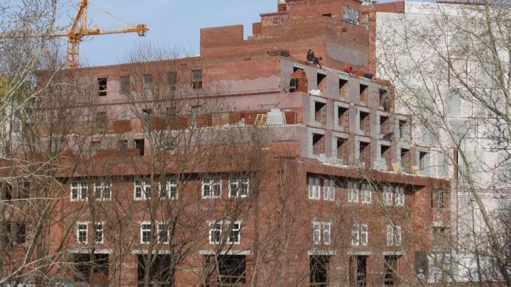 Заброшенную гостиницу у цирка восстановят за счет областного бюджета