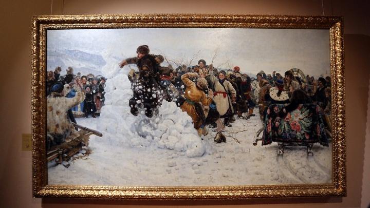 Фотоподборка: сотни красноярцев сходили на выставку картины Сурикова «Взятие снежного городка»
