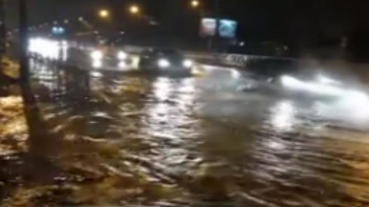 Потоп в Ярославле: ушёл под воду отремонтированный проспект Авиаторов. Комментарий властей