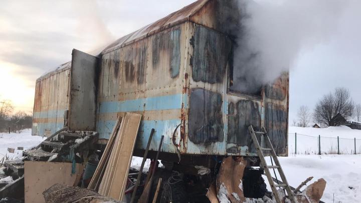 Под Уфой в сгоревшем бытовом вагончике нашли погибшую девочку