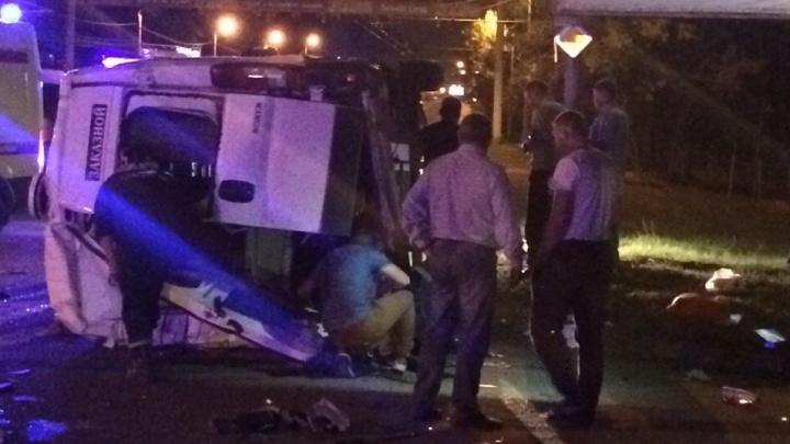 13 пострадавших: в Челябинске перевернулся автобус, который вез пассажиров из Уфы