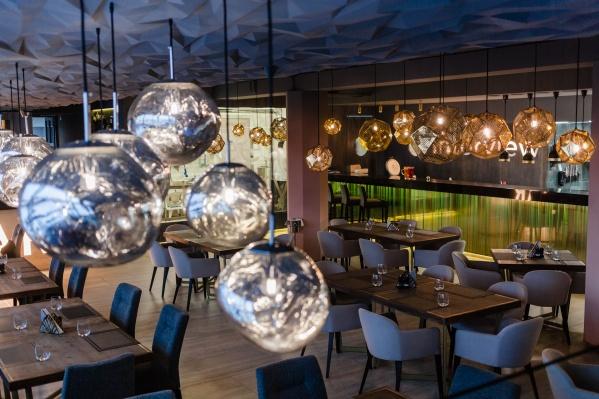 Большая часть пермяков проведет Новый год в празднично украшенных кафе и ресторанах