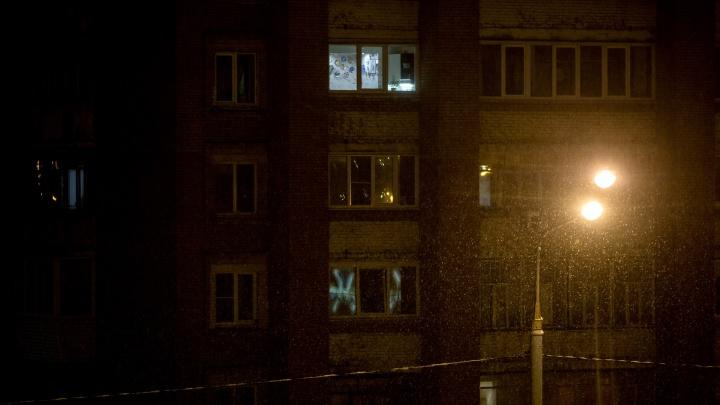 Окровавленная барабанила в двери к соседям: в Ярославской области муж изрезал ножом жену
