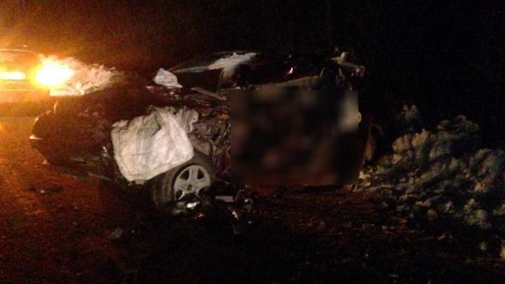 На Челябинском тракте водитель Toyota Rav 4 на скорости залетел под полуприцеп