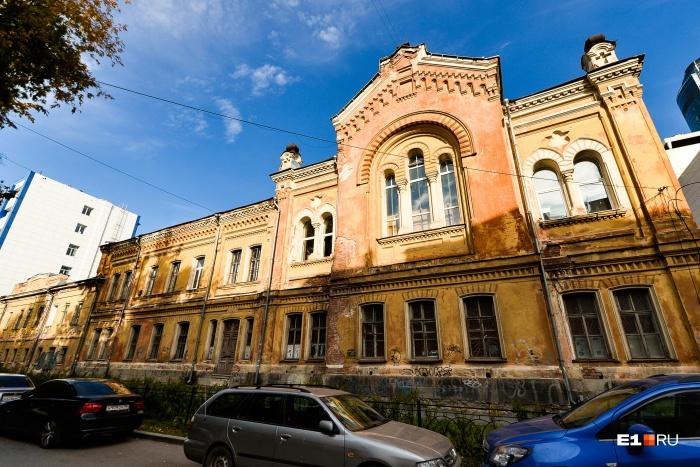 Одно из самых красивых зданий кусочка улицы Толмачёва