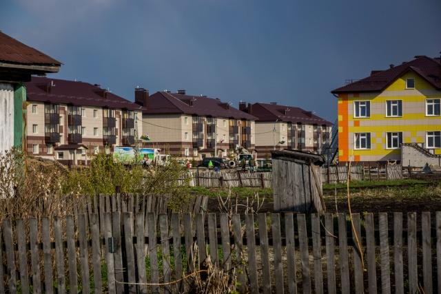 Хотя жители села воспринимают «Русское поле» как другое государство, они признают, что оно улучшило жизнь